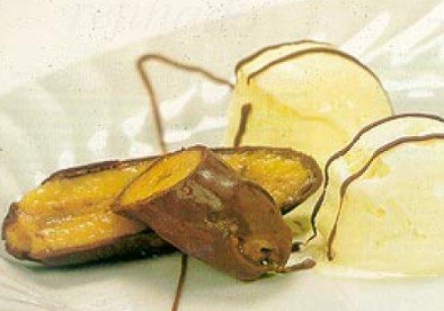 Banana-ouro com chocolate e sorvete de creme