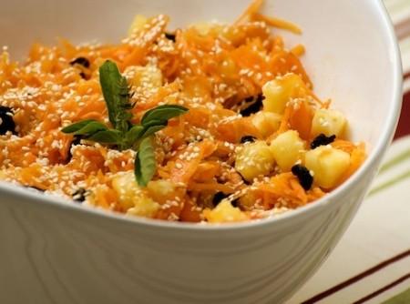 Salada de Cenoura, Abacaxi, Passas e Gergelim