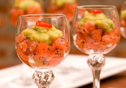 Tartar de salmão e guacamole