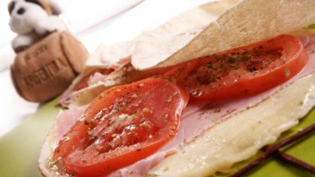 Beirute de presunto e queijo