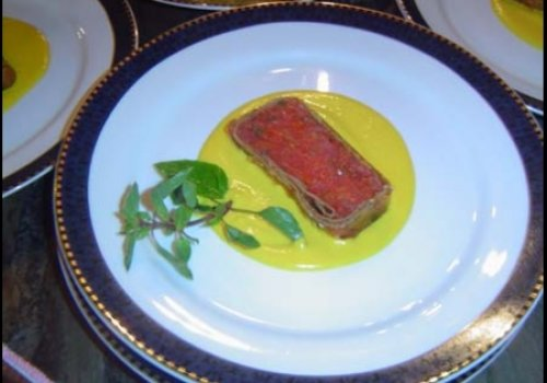 terrine de tomates Frescos ao couli de pimentões amarelos