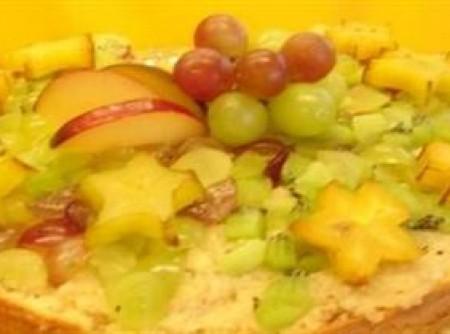 Bolo gelado com frutas