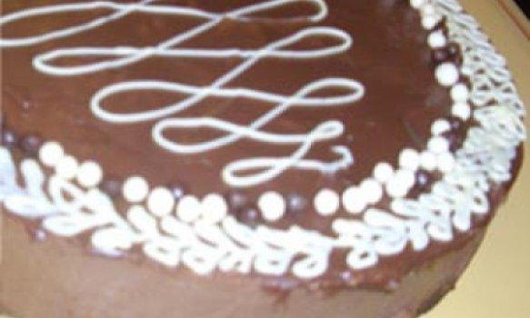 Torta brownie com mousse de chocolate