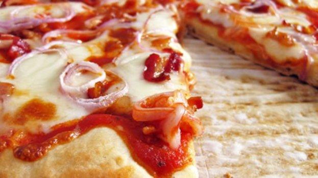 Pizza de Mussarela com Bacon