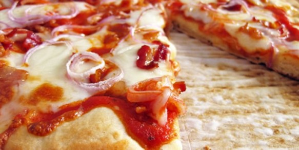 Pizza de Mussarela com Bacon