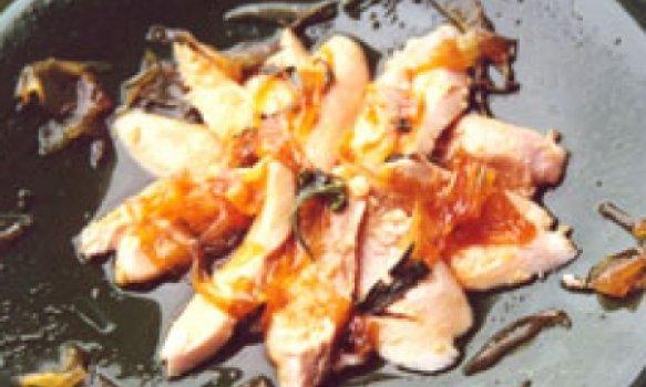 Filé de frango ao molho agridoce de gengibre e cebola