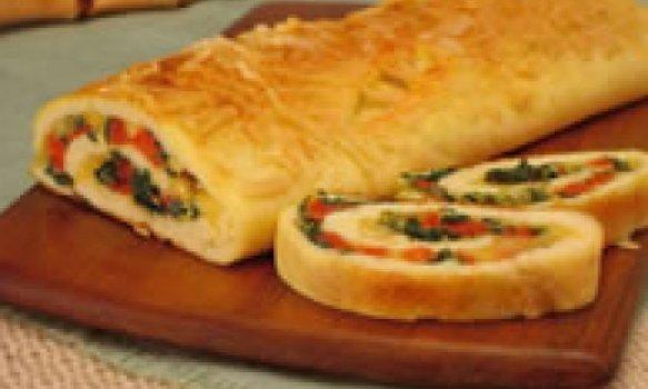 Rocambole de queijo e presunto