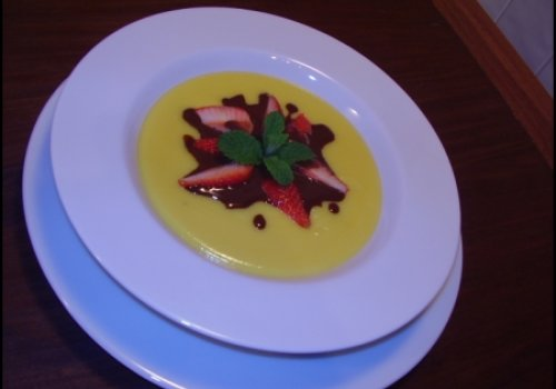 Sopa morna de maracujá e chocolate branco
