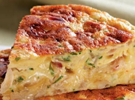 Fritada de cebola roxa e queijo provolone