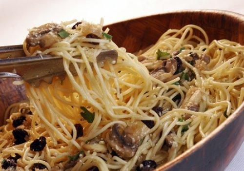 Espaguete com Uvas Passas