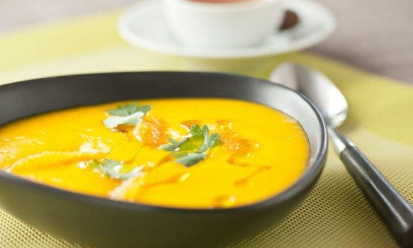 Creme de cenoura, laranja, mel e coentros