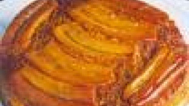 Torta de Banana com Creme e Caramelo