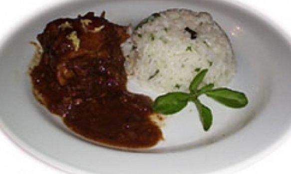 Frango ao molho de tamarindo com arroz de manjericão