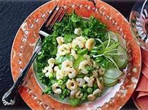 Salada de Camarão com Folhas Verdes