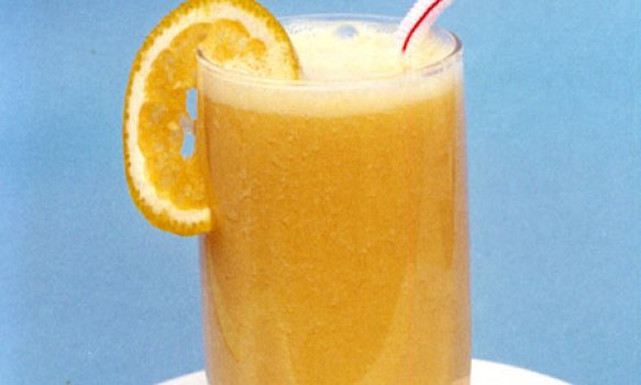 Suco de Laranja com Abacaxi e Maçã