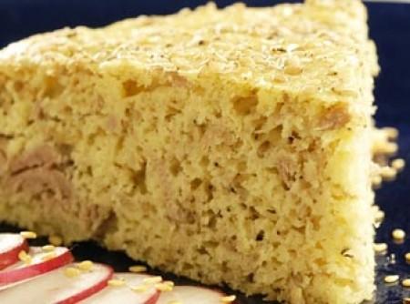 Torta de atum com gergelim