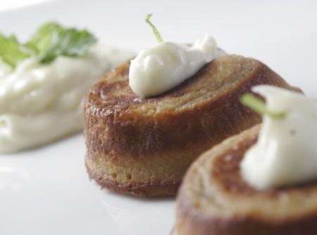 Petit Gâteau de Goiaba com calda de requeijão | CyberCook