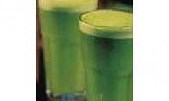 Suco de limão com brócolis