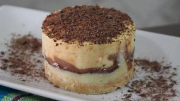 Torta de Maracujá com Chocolate Meio Amargo e Branco