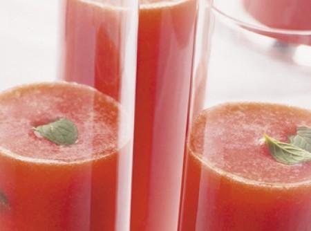 Vitaminas de morangos e citrinos com cenoura