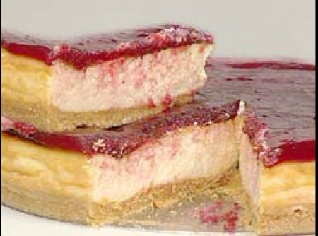 Cheesecake ao Molho de Morangos