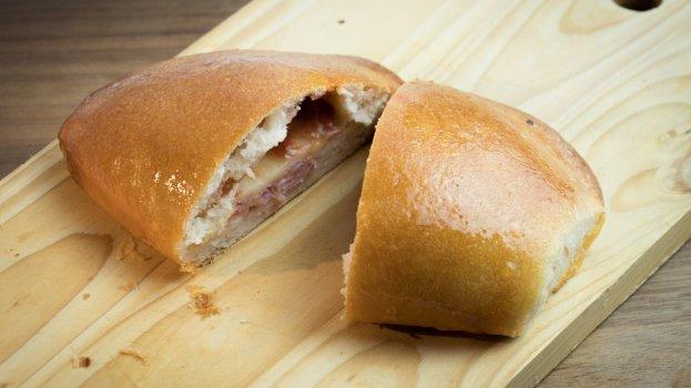 Pão Caseiro Recheado com Presunto e Queijo