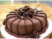Torta Majestosa Coberta com Pasta de Chocolate