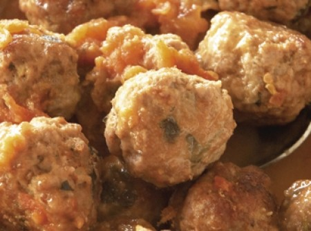 Almondegas com molho de tomate