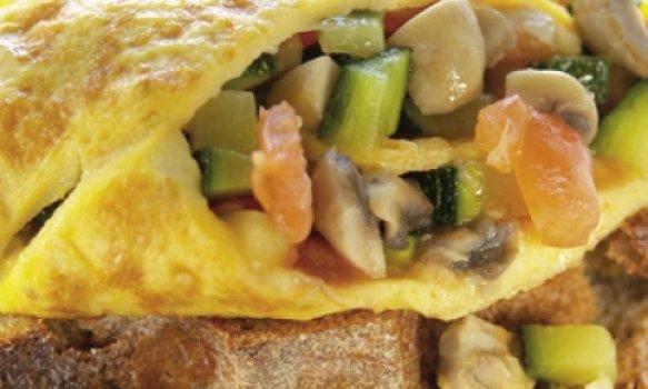 omeleta de legumes em pão de centeio