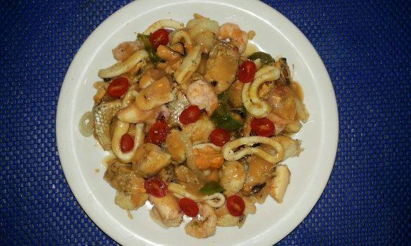 Caldeirada de frutos do mar no forno