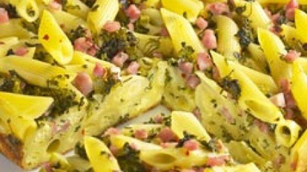 Torta de macarrão com queijo e presunto