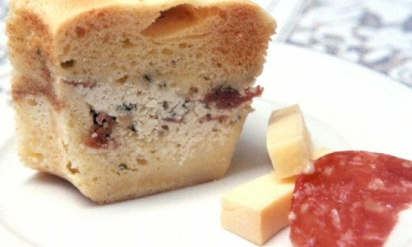 Torta Salgada de Provolone e Salame