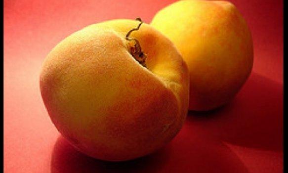 Pêssegos com Cacau Derretido