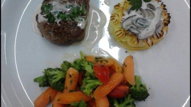 Batata gratinada com molho de champignon