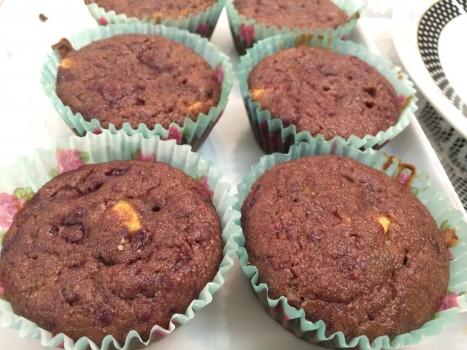 Muffin de framboesa com chocolate branco