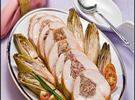 Peito de Fiesta Recheado de Linguiça e Endívias Glaceadas