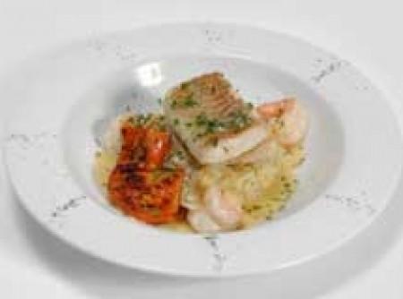 Filé de peixe com pesto de hortelã e gergelim - Arroz de gengibre com cardamomo e legumes