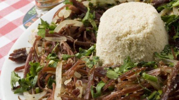 Carne-seca aperitivo com farofa