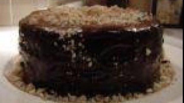 Bolo de Amendoim Com Doce de Leite e Ganache