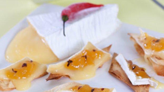 Losangos de Brie com Abacaxi Picante