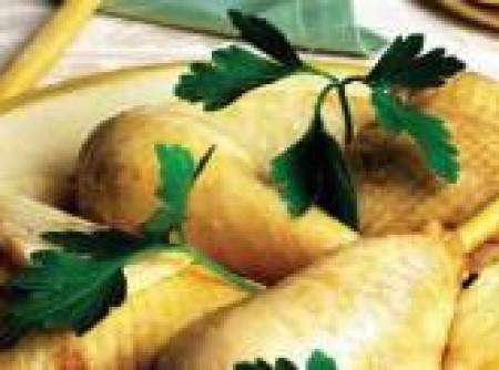 Coxas de frango ao caldo de salsão