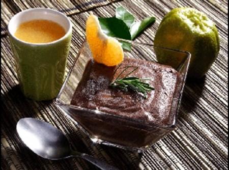 Mousse de Chocolate ao Azeite com Calda de Tangerina e Alecrim