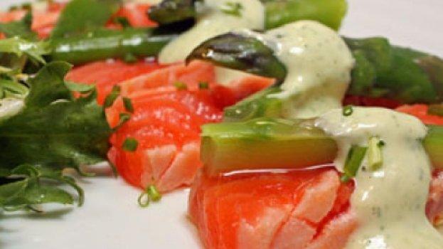 Salada de Salmão com Molho de Limão Cremoso