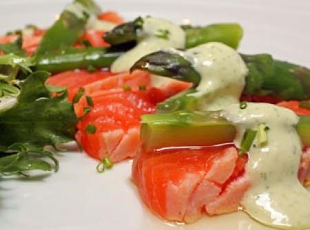 Salada de Salmão com molho de limão cremoso | Carla Michels