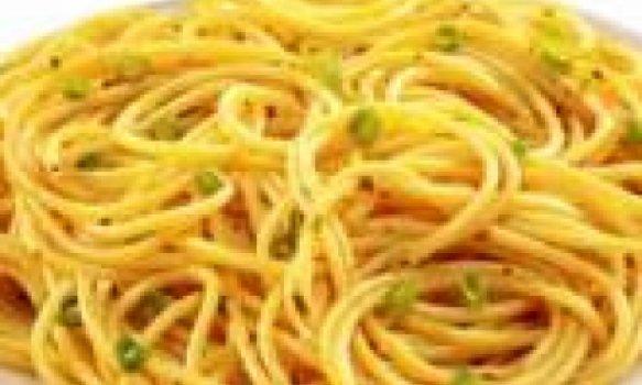 Espaguete ao alho e cebolinha