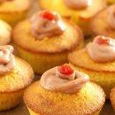 Cupcake de milho com cobertura de creme de goiabada