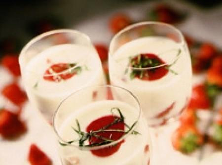 Copa de fresas con yogur y vinagre balsámico