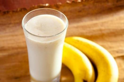 Vitamina de banana e farinha láctea