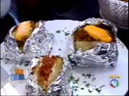 Batatas Recheadas com Cheddar e Carne Moída