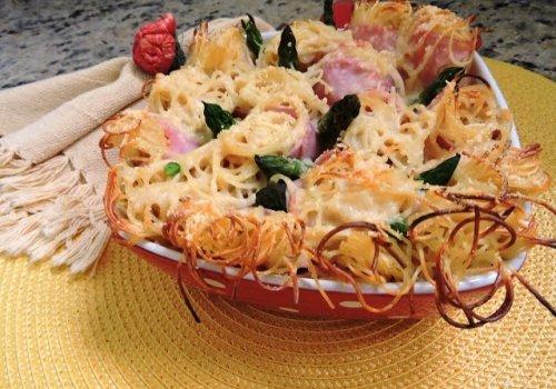 Enroladinho de Espaguetinho ao Creme de Cebola e Aspargos